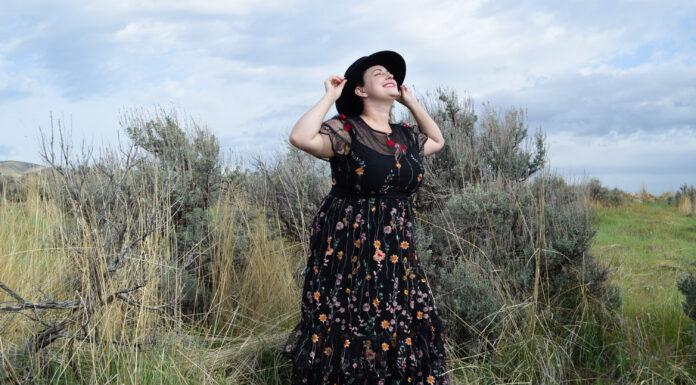 ML Monique Lhuillier Plus Size Black Dress Review