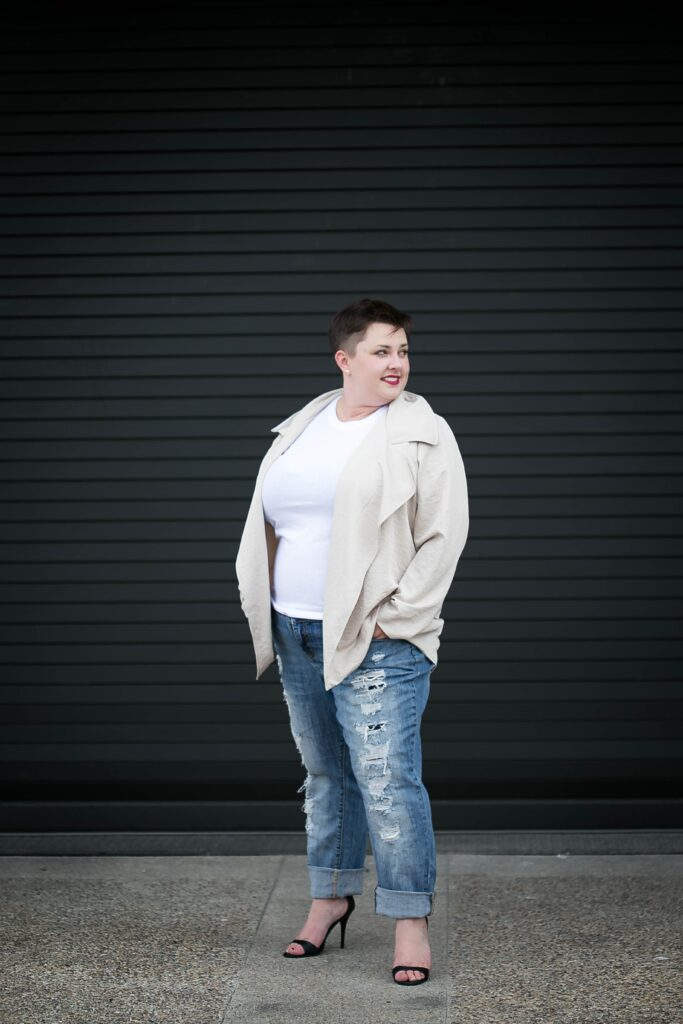Outfit idea for plus size boyfriend jeans with white tee, heels and a jacket