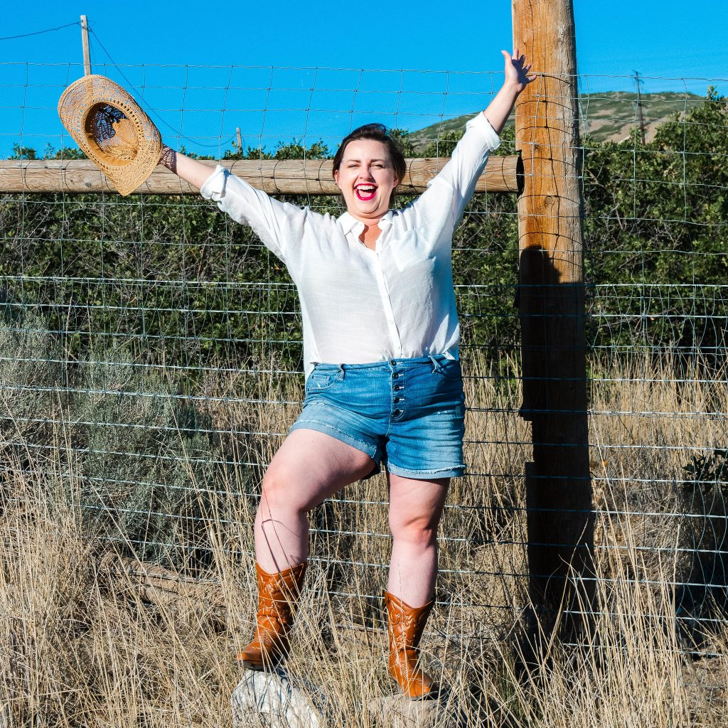 utah plus size model - cowgirl country photoshoot