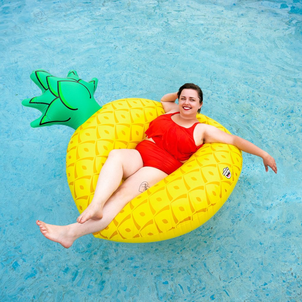 Utah blogger in swimming pool amazon plus size swimsuit review