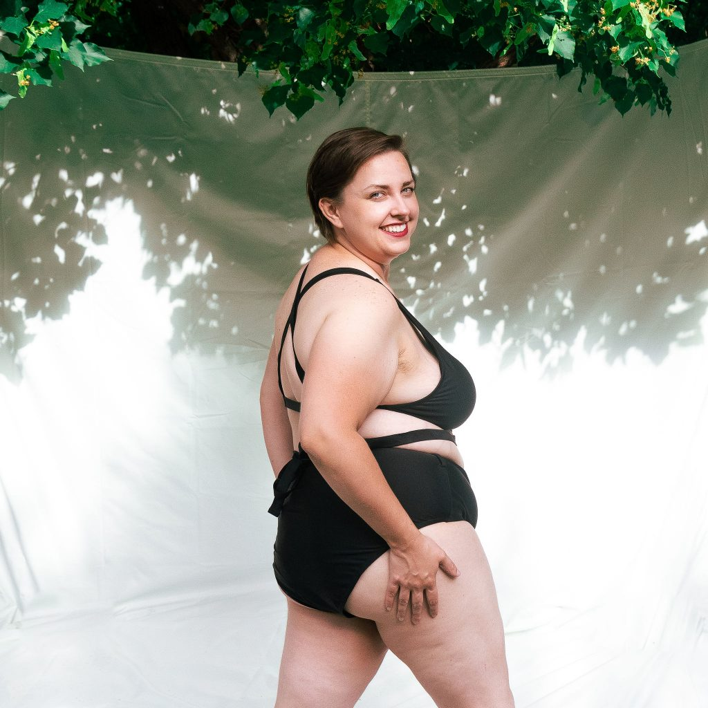 Utah model reviews plus size swimsuits from Amazon on fashion blog.