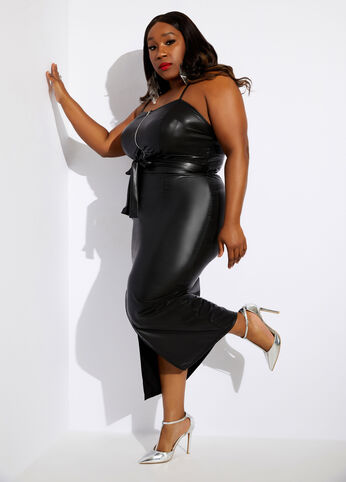 Faux leather plus size outfit for Valentine's Day