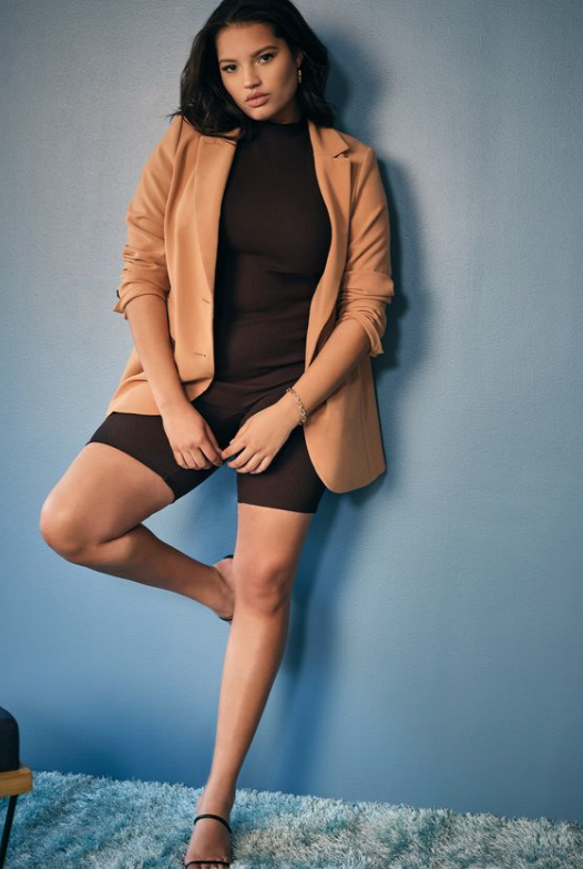 Plus Size Airport Outfits oversized blazer and black mock neck outfit